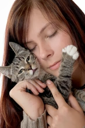 woman_with_cat_How Do You Choose Between a Man and Cats pets girl