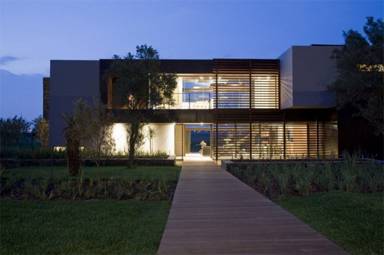Modern House in Suburban Golf Estate in Johannesburg Interior