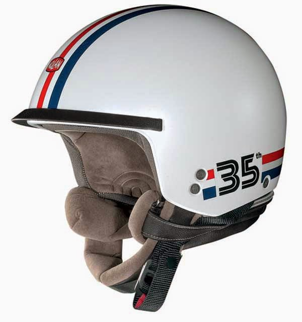 mencuci helm agar tidak apek