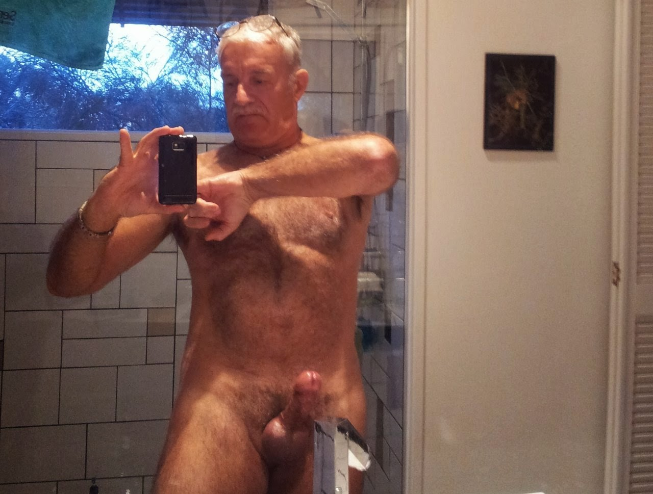 Old men naked together — pic 1