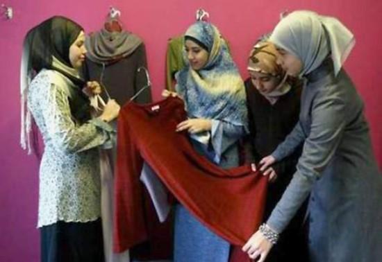 Pakaian-Muslimah-berwarna