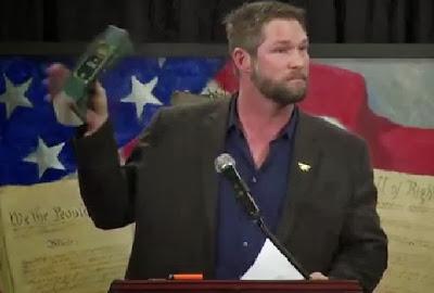 Ben Smith lempar Quran saat pidato