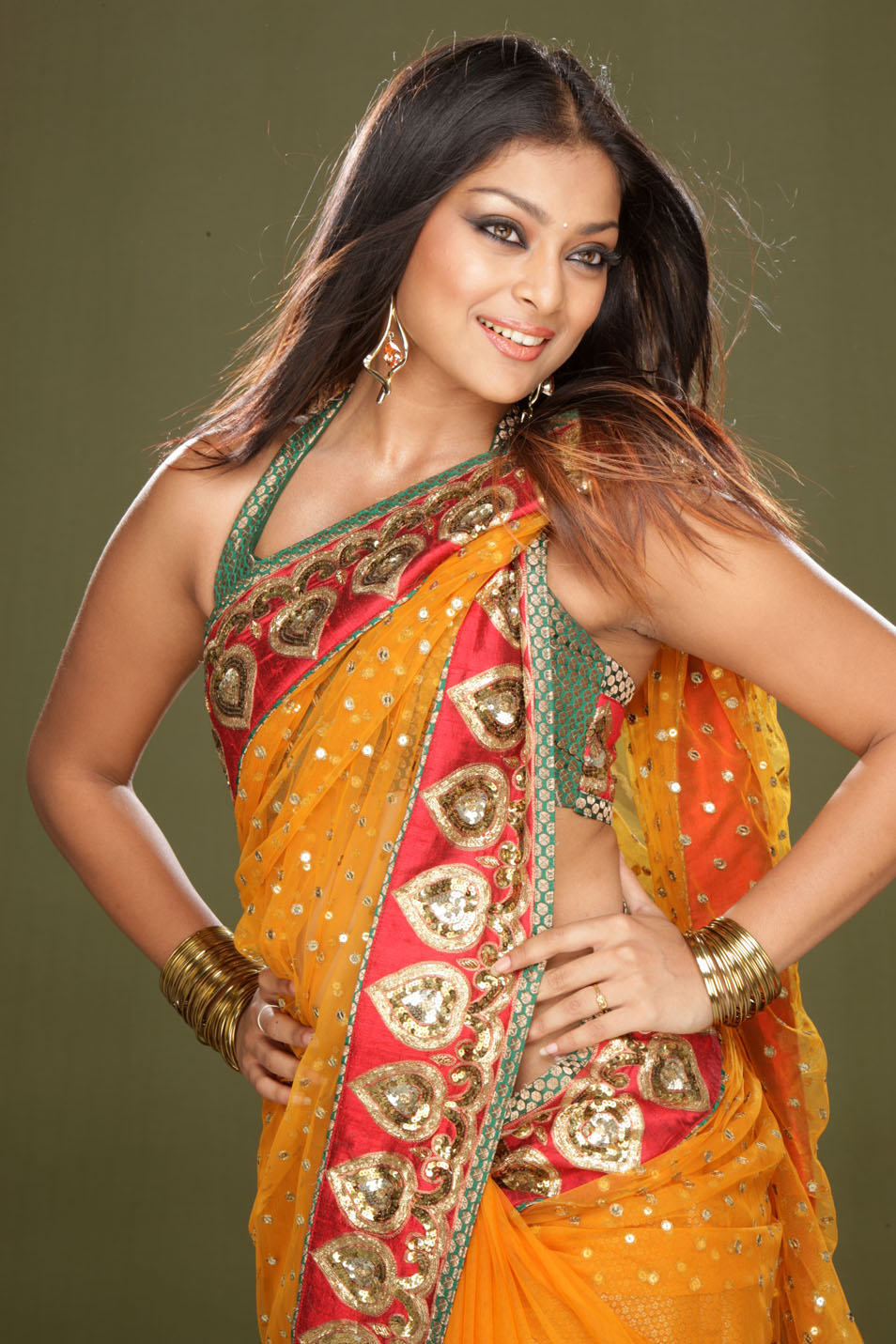 Soundarya in Orange Saree1 - Telugu Heroine Soundarya in Prange Saree Looking HOT