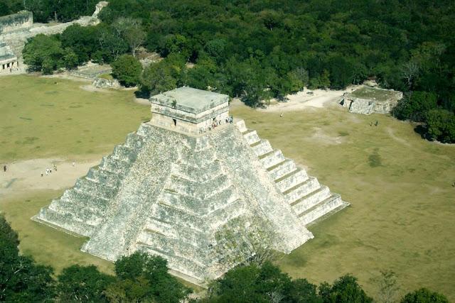 Piramide maia sob o controle de magos negros