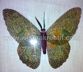 Kupu-kupu cantik dari sampah daun
