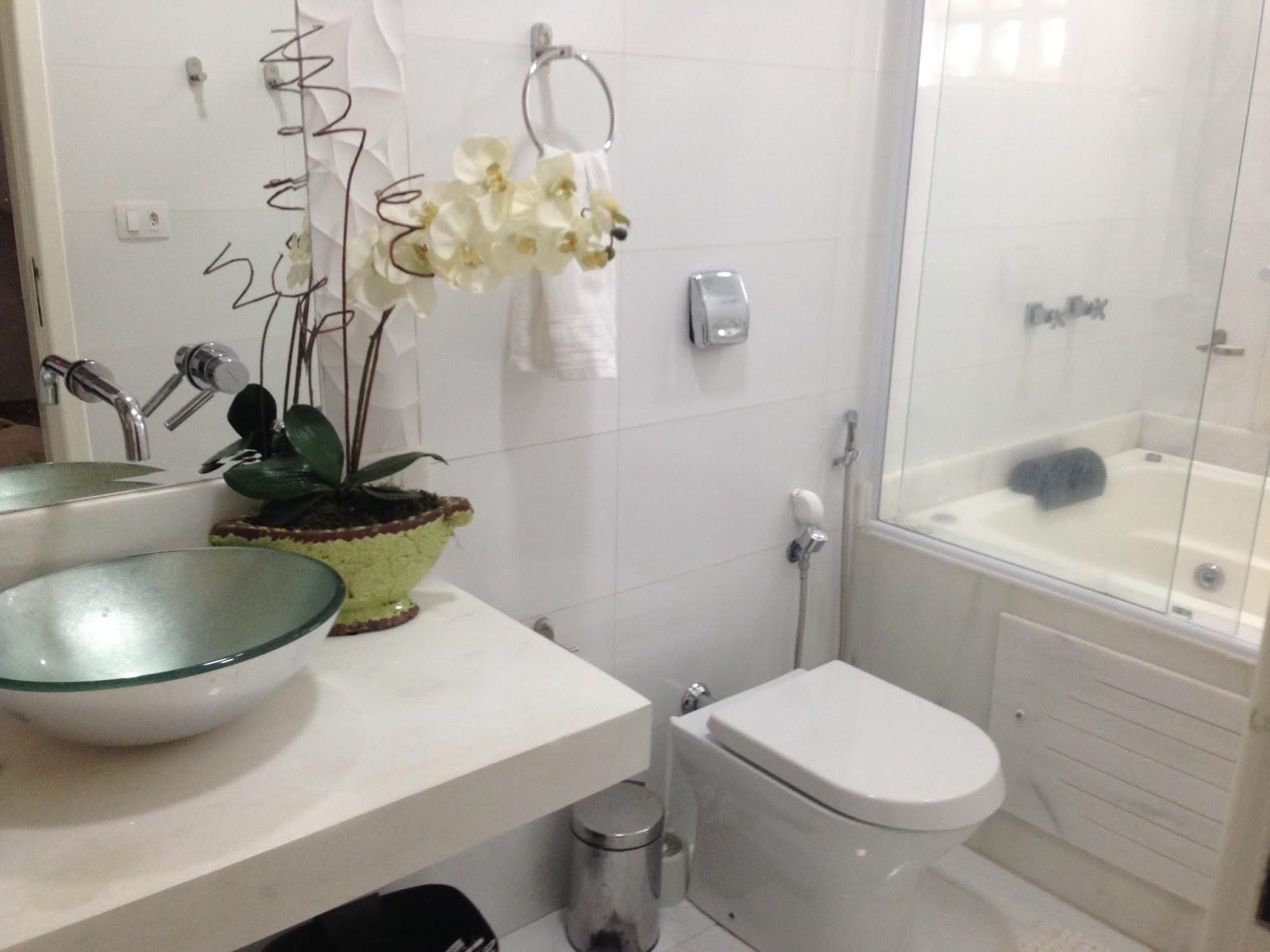Me Dekora Mais Design por Menos: Banheira em banheiros pequenos #6D674C 1600 1200