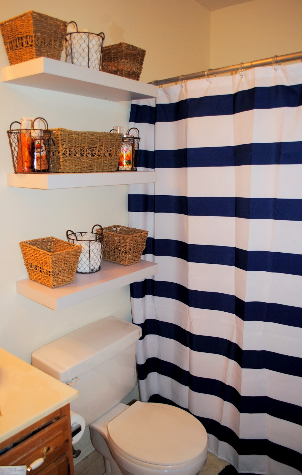 Life As The Coats: Apartment Bathroom Makeover