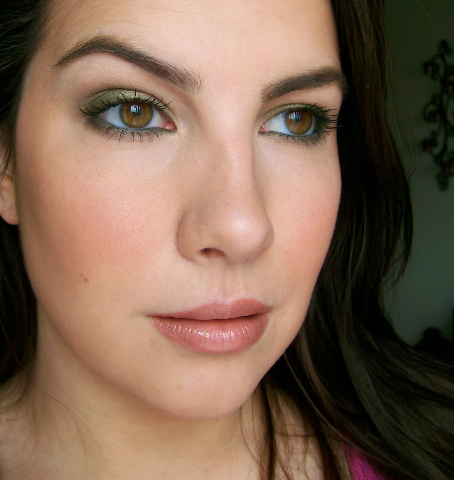 eyeshadow Face beauty the  covergirl skincare  (FOTD)  brown Day BROADCAST: of for  BEAUTY eyes