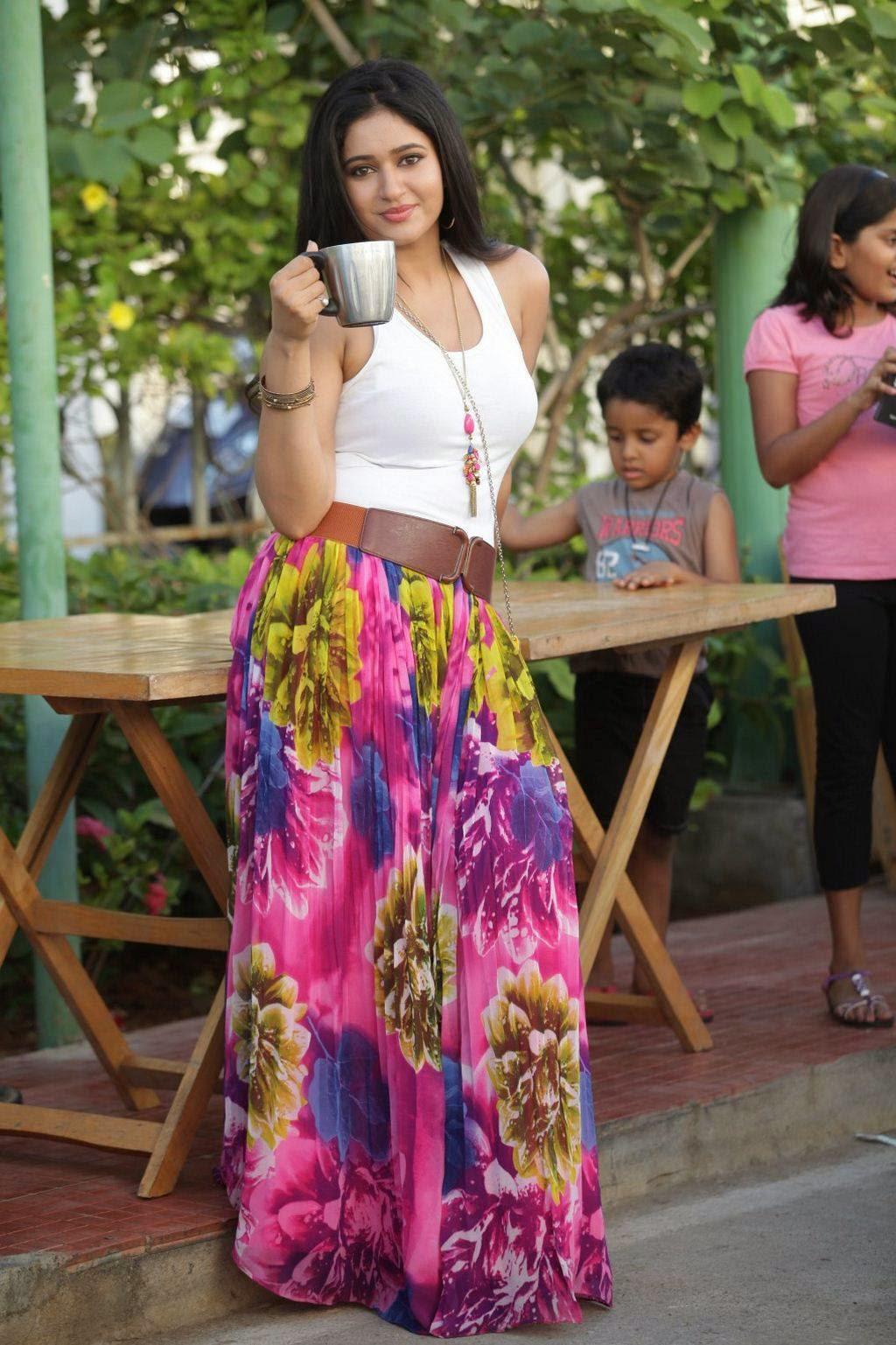 Poonam Bajwa Stills From Romeo Juliet Movie