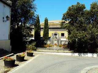 Monumento a la figura de Manuel María González Ángel