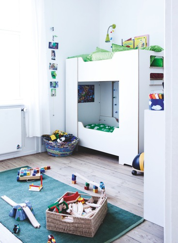Bight kids bedroom with bunk beds and hardwood floor