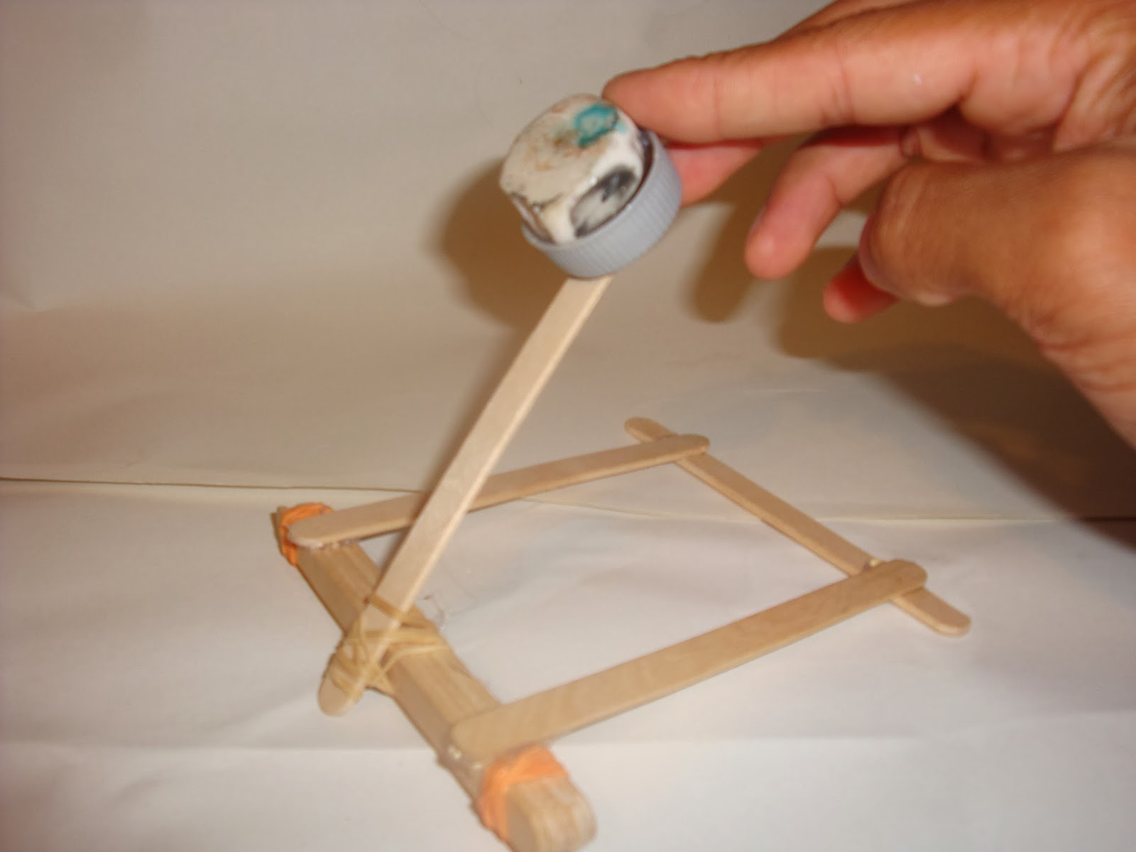Projects and crafts for boys: Making a catapult  How To Build A Catapult With Popsicle Sticks