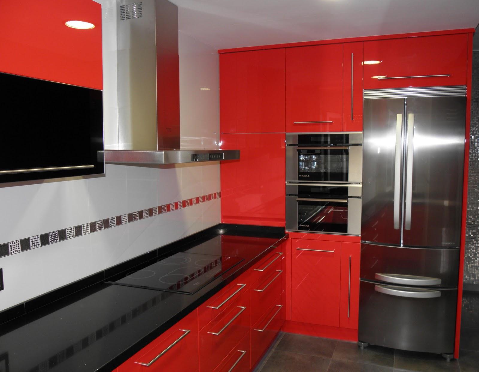 Renova for you cocina lacada en rojo ferrari for Muebles alcaniz