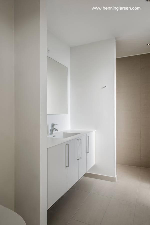 Vista de un sector de baño en la casa adaptable