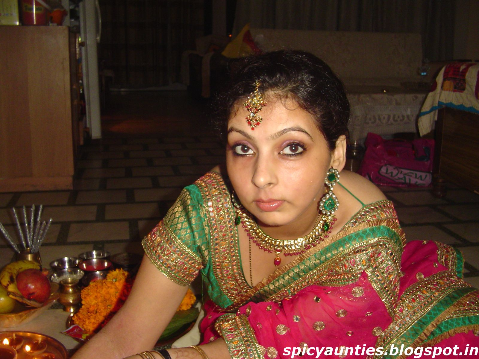 Image Search Desi Housewife Showing Navel