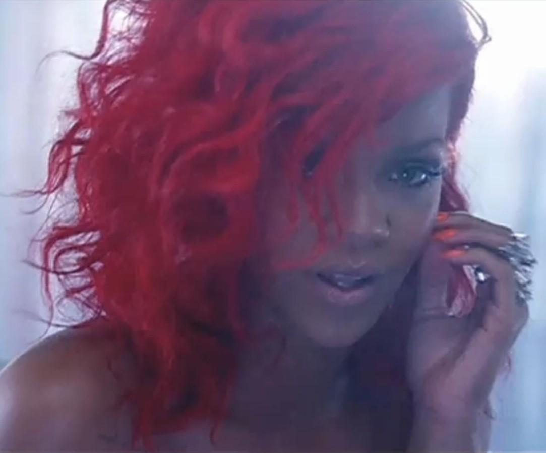 http://3.bp.blogspot.com/-iGQF5iiFYvA/T3ea9iK1edI/AAAAAAAAFPs/pr95qWoKXR8/s1600/Rihanna+WMN.jpg