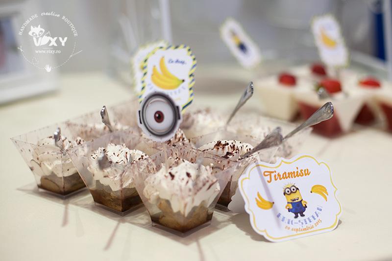 candy bar minioni, tema minioni, minioni, minions, vixy.ro, papetarie personalizata, candy bar personalizat, ghirlanda minioni, ghirlanda personalizata, etichete personalizate candy bar minioni, stegulete minioni, cupcakes minioni, briose minioni, botez minioni