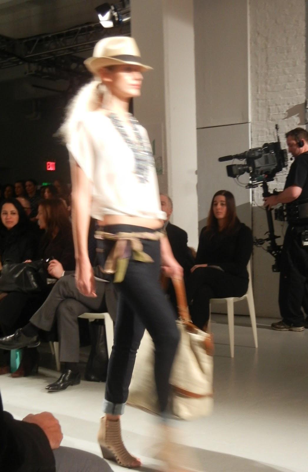 http://3.bp.blogspot.com/-iGjIQ6dSzqY/T0AZyzH_LsI/AAAAAAAAHvA/wWyEC88ZPRM/s1600/qvc+fashion+week+4.JPG