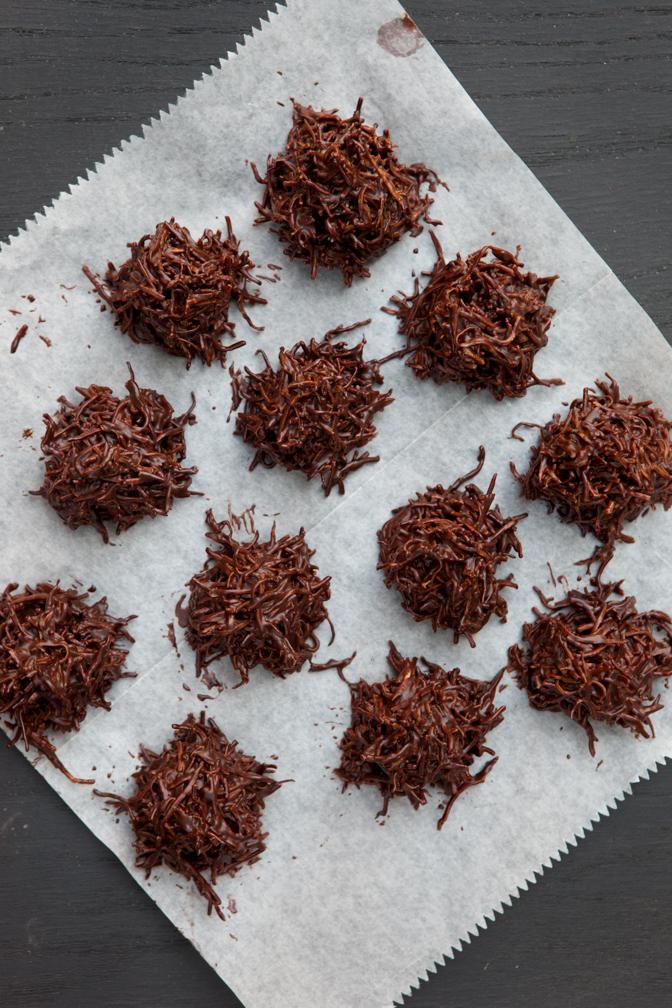 Raw Judita: Raw & Simple Chocolate Haystacks