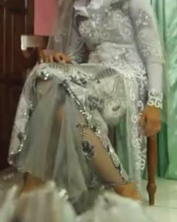 baju pengantin warna abu-abu