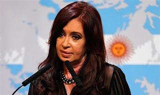 Δηλαδή κεμπελίσκε δημοσιογράφε και πολιτικέ η αιτία για επανάσταση στην Αργεντινή είναι ότι έχουν εξαφανιστεί οι…κούκλες Barbie από τα ράφια;