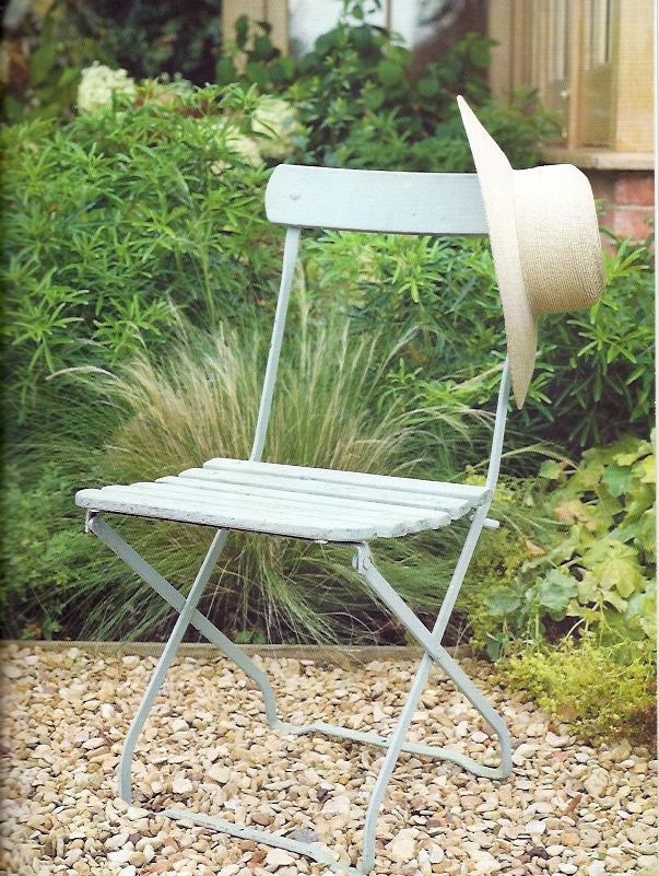 Brocante Home Collection 39 S Paintbrush And Pearls Painting Outdoor Furniture With Chalk Paint