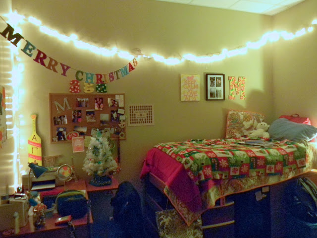 Je Mappelle Molly Dorm Room Decor  Christmas Edition!