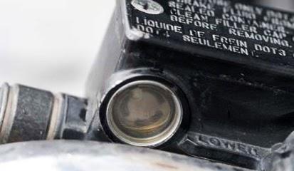 Tips dan Cara Mudah Kuras Serta Ganti Minyak Rem Cakram Motor