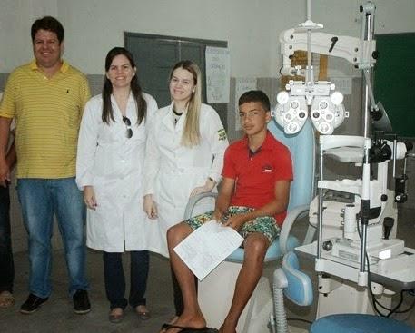 Prefeitura realiza exames oftalmológicos gratuitos em estudantes de Ouro Velho