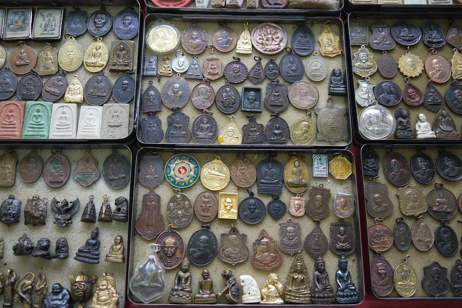 Fifties World: Amulet market - Bangkok