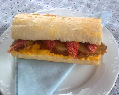 Bocadillo Vegano de Filete de Seitan, Tomates Secos y Zanahoria