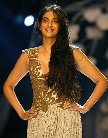 Sonam Kapoor Players Wallpaper Sonam Kapoor 2012 Wallpaper