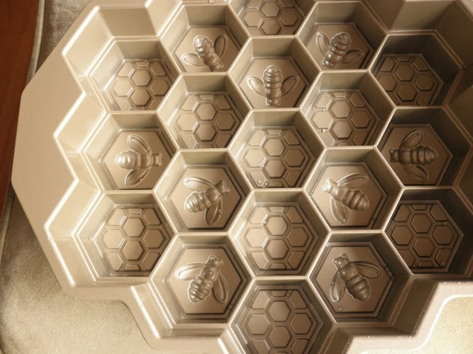 Permalink to Honeycomb Cake Pan