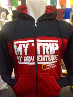 gambar desain terbaru jaket hoodie Natgeo gambar foto photo kamera Jual jaket hoodie My Trip My Adventure seri National Geographic warna merah hitam terbaru di enkosa sport toko online terpercaya lokasi di jakarta pasar tanah abang