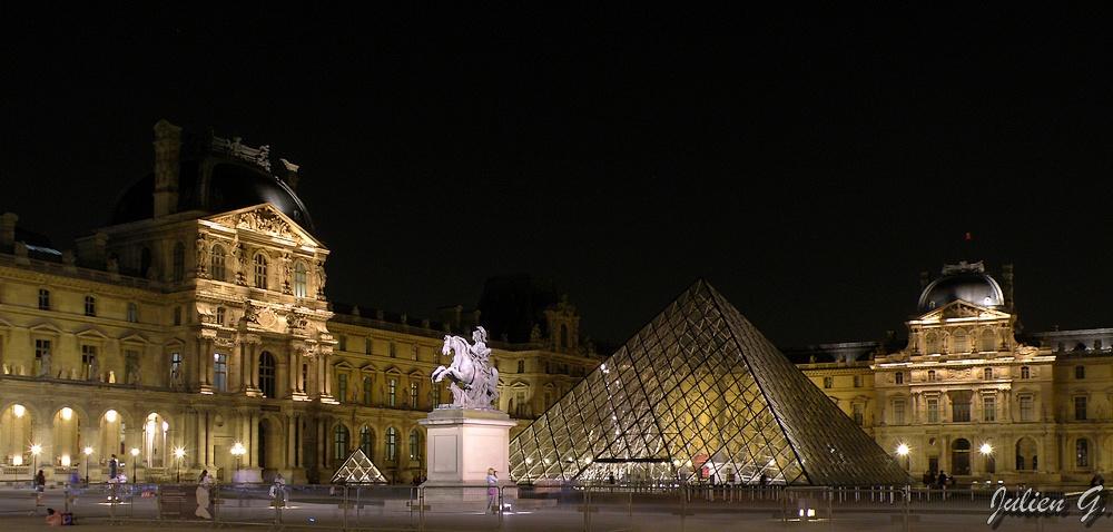 Coins du monde france paris la pyramide du louvre la nuit - Construction pyramide du louvre ...