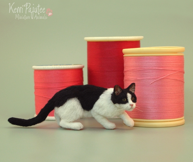 09-Ninja-Miniature-Cat-Kerri-Pajutee-Miniature-Sculpture-that-look-Real-www-designstack-co