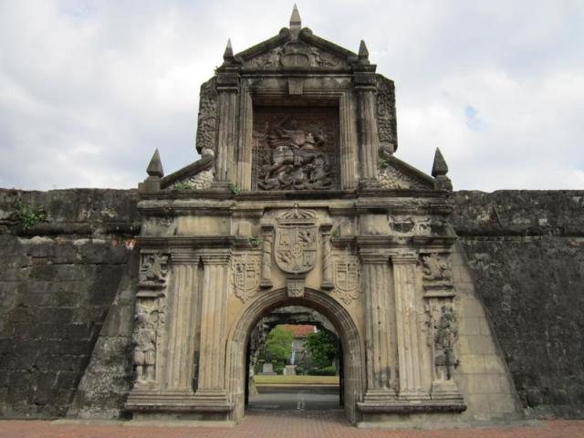 tour in historical fort santiago Fort santiago isn't only about historical structures, there's a landscape architecture you'll enjoy walking around and the place is very ideal for picture taking and even for freelance model photography.