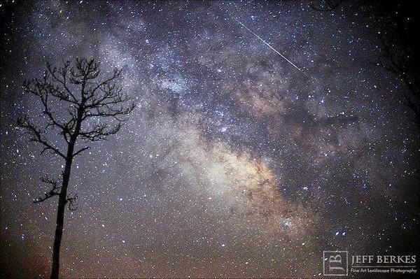 FOTO: Hujan Meteor Lyrid dan Galaksi Bima Sakti