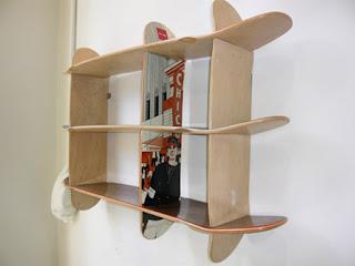 Mueble con tablas de skate