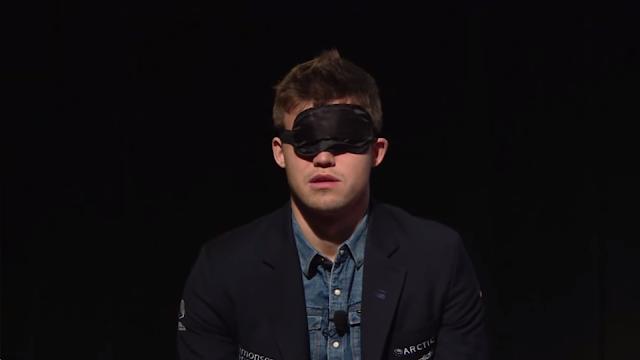 Exhibición de Carlsen a ciegas en New York.