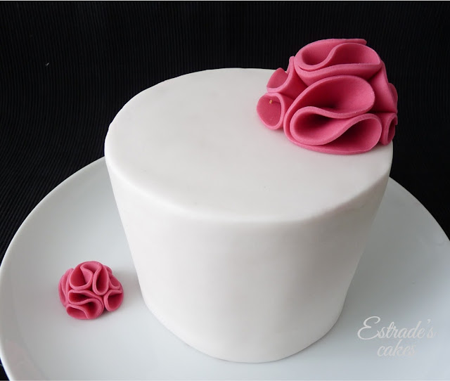 tarta con fondant sencilla y elegante - 03