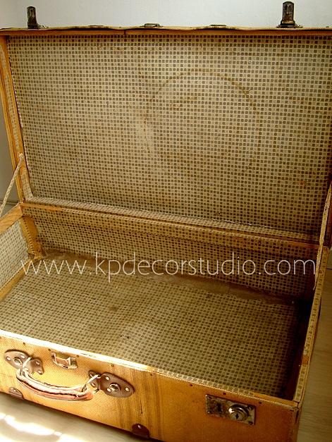 Maletas de cartón duro y forradas de tela antiguas y decorativas.