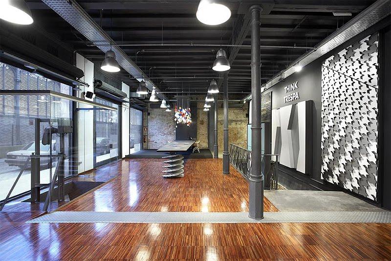 Interiores minimalistas arpa industriale instala su - Disenadores de interiores barcelona ...