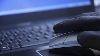 (CNN) — Los miembros del Senado de Estados Unidos discutieron este jueves sobre si el nuevo proyecto de ley de seguridad cibernética efectivamente le dará al gobierno estadounidense y a la seguridad privada lo que necesita para defenderse en contra de decenas de ataques que ocurren diariamente y que van dirigidos tanto a las redes computacionales del gobierno como del sector privado. La Ley de Ciberseguridad de 2012 (Cybersecurity Act) propone alojar las oficinas de seguridad cibernética del gobierno en el Departamento de Seguridad Nacional de Estados Unidos (DHS, por sus siglas en inglés), el cual ya tomó el liderazgo