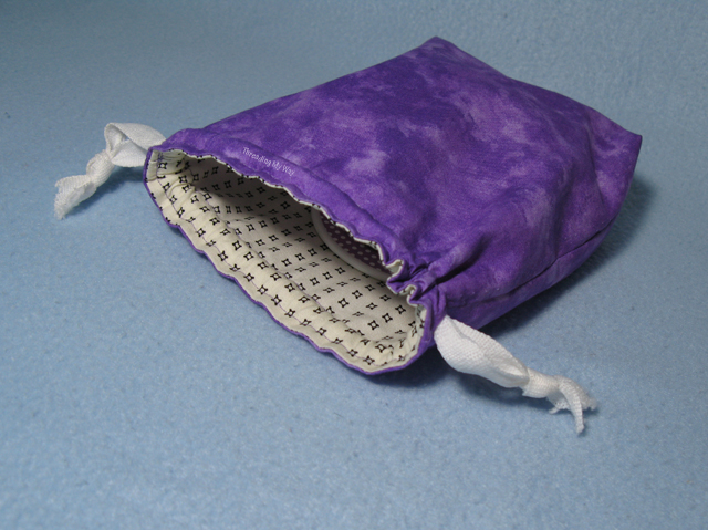 Make a drawstring bag to carry clothes dividers to markets ~ Threading My Way