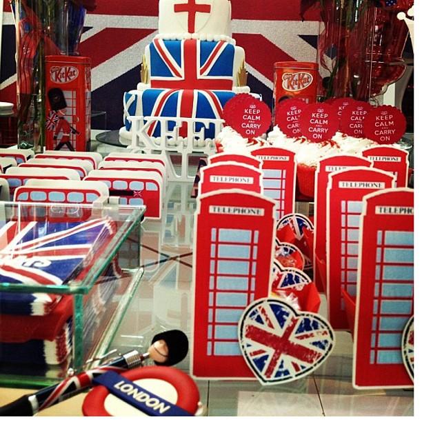 decoracao festa londres:Caixa Telephone