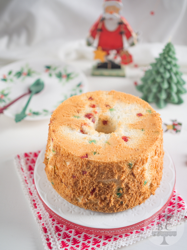Angel food cake con cerezas en almbar i love bundt cakes christmas angel food cake forumfinder Images