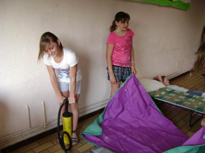 Installation du campement! ( Marie & Justine)