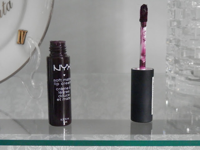 Review: Batom líquido NYX Soft Matte Lip Cream  Transylvania-SMLC21
