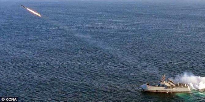 Korea Utara pamer kapal siluman canggih